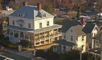 фото 200 South Street Inn 1652094335