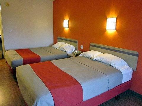 фото Motel 6 Detroit - East Warren 1699142430