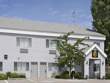 фото Super 8 Williamsburg Amana Colonies Area Hotel 1700254770