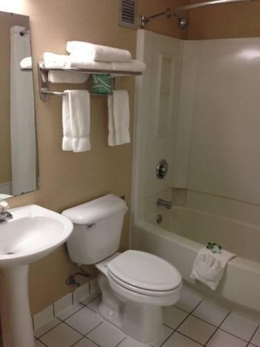 фото Plaza Hotel & Suites - Eau Claire 1724698242