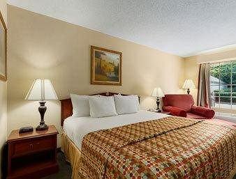 фото Best Western Smithfield Inn 213946453