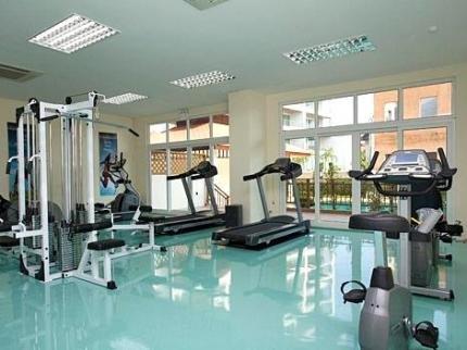 фото Emerald Palace - Serviced Apartment 225007594