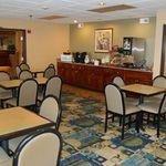 фото Best Western Mid-Town Inn & Suites 227967392