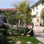 фото California Suites Hotel 227983390