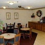 фото Econo Lodge West Hotel 228022801