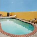 фото Comfort Suites Downtown 228025957