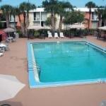 фото Econo Lodge Inn & Suites 228112358