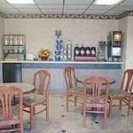 фото Econo Lodge Inn & Suites 228112894