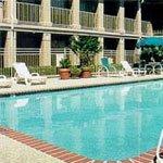 фото Econo Lodge Inn & Suites 228886565