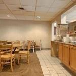 фото Econo Lodge Conference Center 228978758