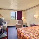 фото Super 8 Motel - Topeka/Wanamaker Rd/I-70 321264948