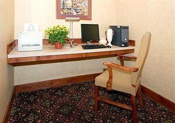 фото La Quinta Inn & Suites Oklahoma City - Midwest City 362541643