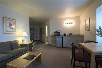 фото SilverStone Inn & Suites 362856380