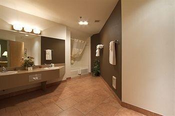 фото SilverStone Inn & Suites 362856382