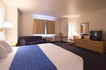 фото SilverStone Inn & Suites 362856384