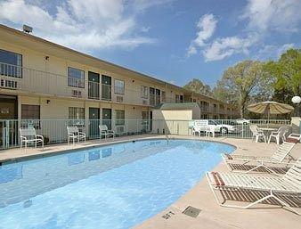 фото Super 8 Motel Clarksville 370118964