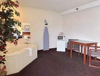 фото Super 8 Motel - Riverside/Kansas City Area 370147752