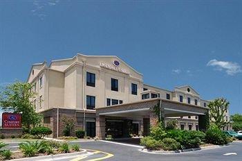 фото Comfort Suites Historic District 370197977