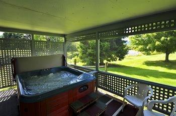 фото Sun & Ski Inn and Suites 370263848