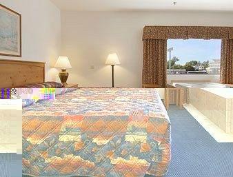 фото Days Inn and Suites Bridgeview Lodge 370792571