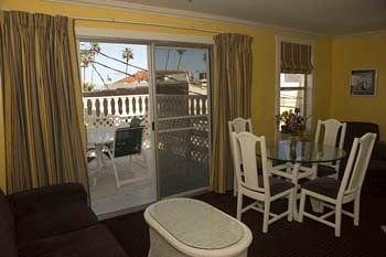 фото Glenmore Plaza Hotel 371070799