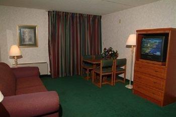 фото Gateway Inn & Suites 371178669