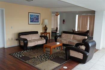 фото Super Inn & Suites 371197785
