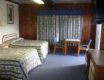 фото College Motel 372963034