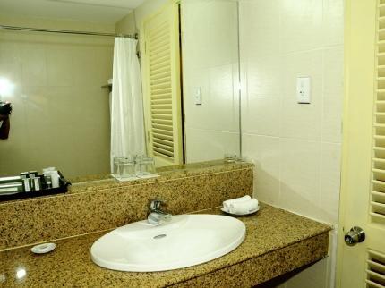 фото The Coast Hotel 373416030