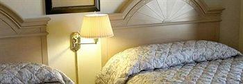 фото Beach House Inn & Suites 373431554