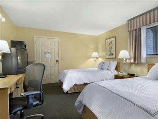 фото Best Western Plus Inn & Suites 373902150