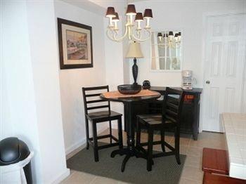 фото Double Barr Cottages LLC 374251799