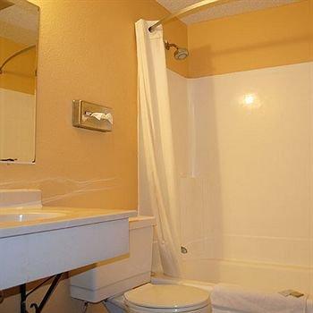 фото Magnuson Hotel - Albert Lea 374343081