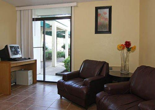 фото Econo Lodge Inn & Suites 414021765