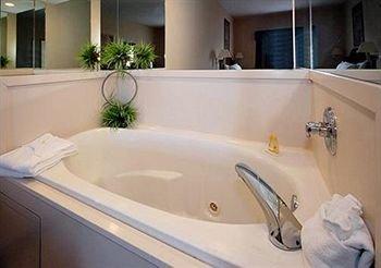 фото La Quinta Inn & Suites Oklahoma City - Midwest City 414117977
