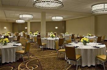 фото Sheraton Indianapolis Hotel at Keystone Crossing 414189026