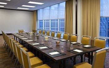 фото Sheraton Indianapolis Hotel at Keystone Crossing 414189031