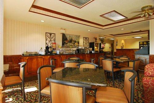 фото Best Western Lindale Inn 414284489