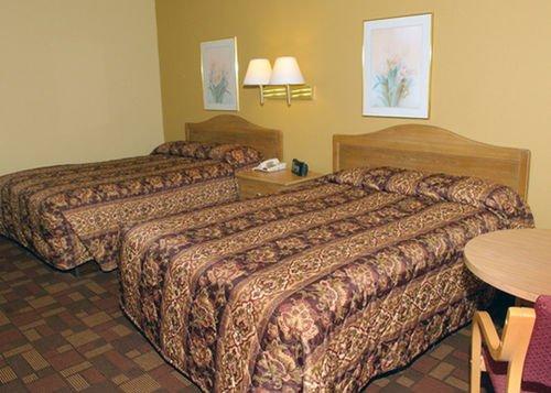 фото Econo Lodge Biltmore 414296821