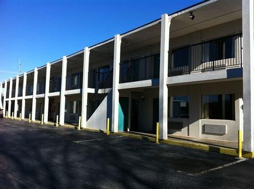 фото Red Carpet Inn & Suites 414344164