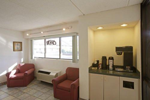 фото Americas Best Value Inn & Suites 414379693