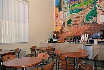 фото Red Roof Inn & Suites Albuquerque 414379895