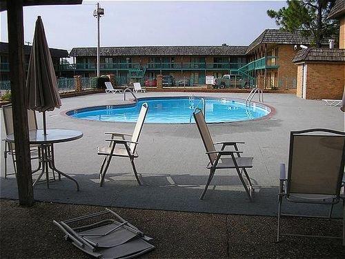 фото Americas Best Value Inn 414462452