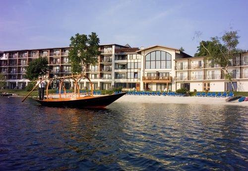 фото Golden Arrow Lakeside Resort 414465296