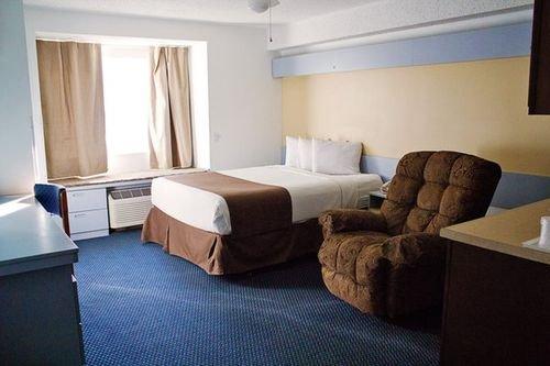 фото Baymont Inn and Suites Mt. Pleasant 414495466