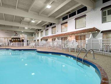 фото Ramada Minneapolis Nw And Water Park 414539764