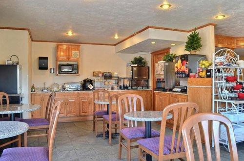 фото Best Western Cross-Winds Motor Inn 414676557