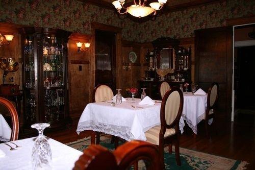 фото Clichy Inn Bed and Breakfast 414856760
