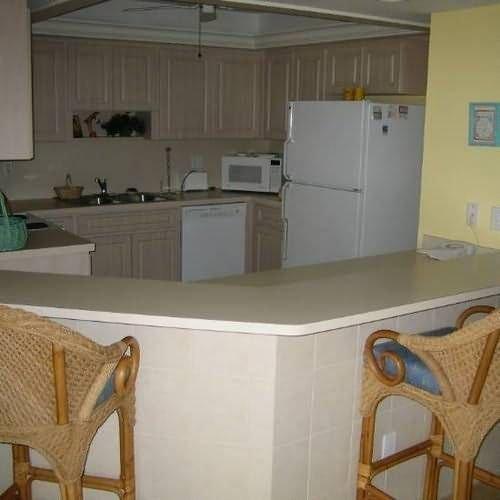 фото Kings Crown Condominiums 414903004