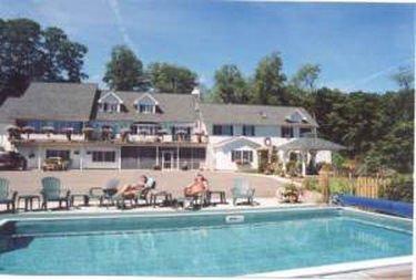 фото LONG HOUSE MANOR B AND B 415021762